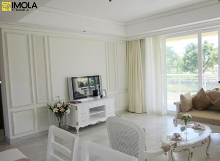 白色家具,白色护墙板,欧式踢脚线搭配贝壳般瓷砖,久久